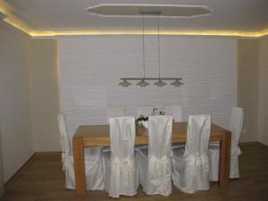 Indirekte Beleuchtung mit Stuck im Wohnzimmer